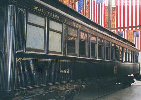 1024px-Royal_Blue_coach_(B&O_1890).jpg