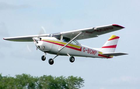 1024px-Cessna.f172g.g-bgmp.arp.jpg