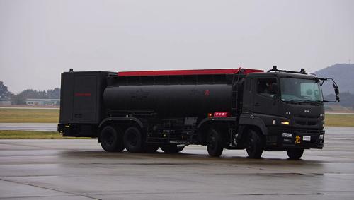 800px-航空自衛隊2000L燃料給油車.jpg
